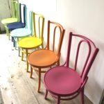 Kleurrijke cafestoel