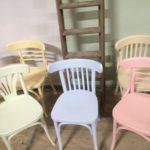 Cafestoelen in pastel