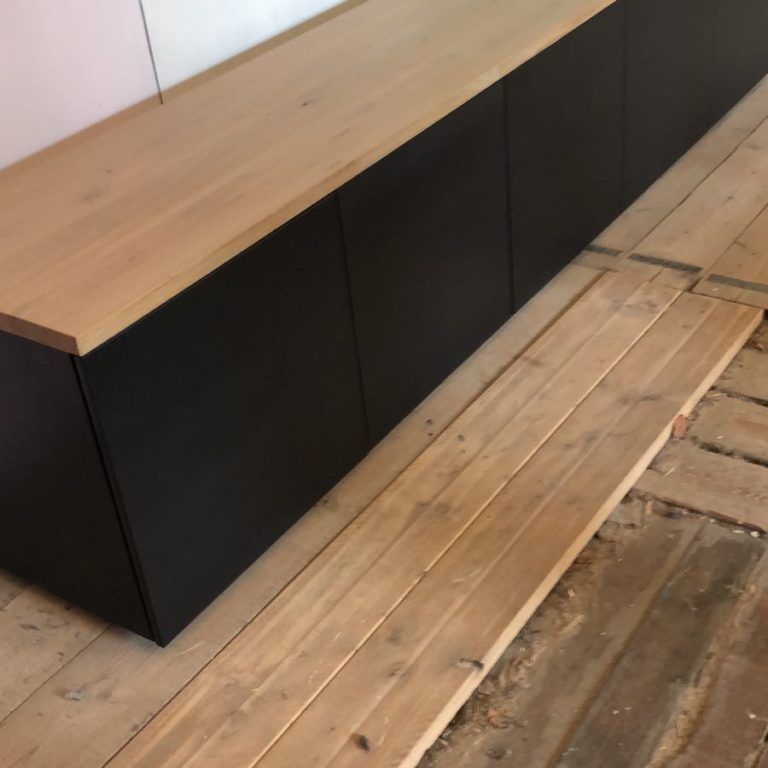 Zwart gespoten tv meubel