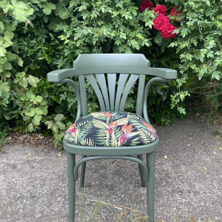 Thonet stoel in kleur
