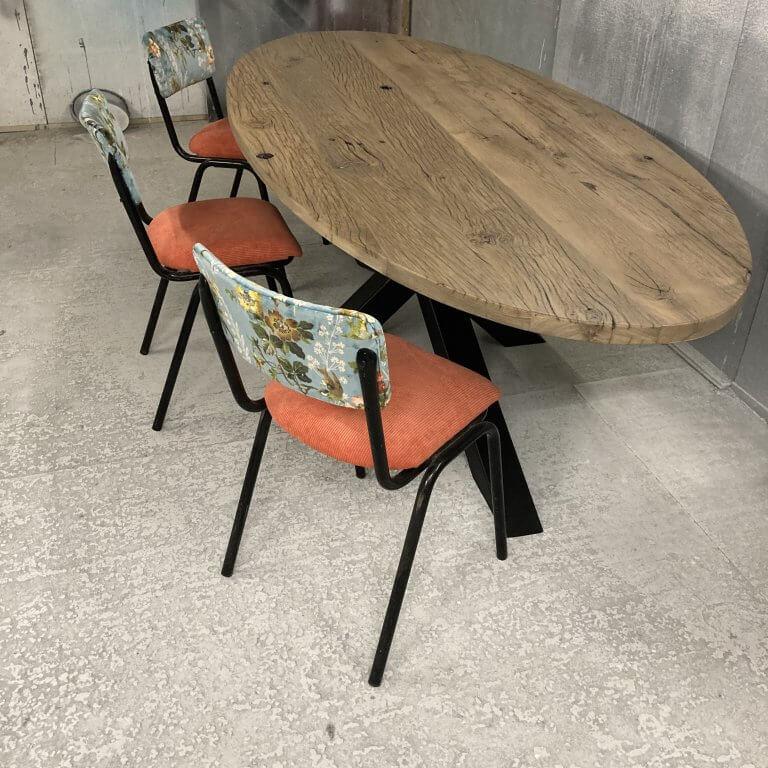 Ovale stoere tafel oud eiken