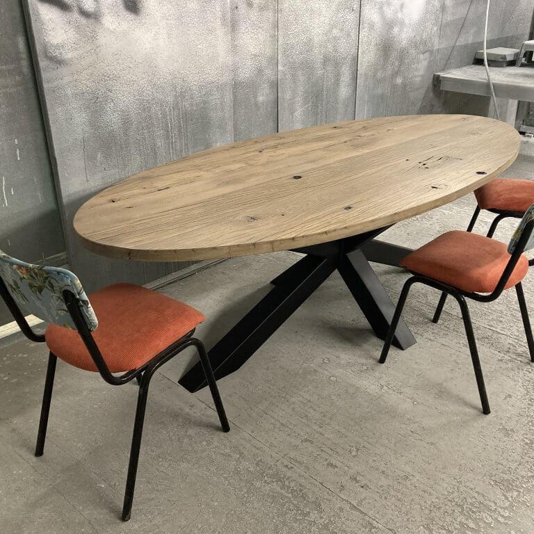 Wagoneiken tafel ovaal